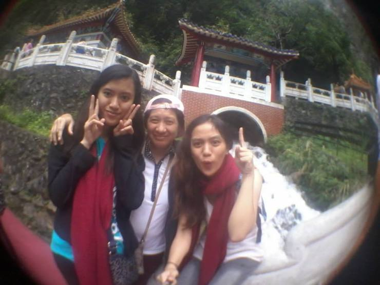 """""""Groufie"""" with the shrine as background. ^^"""