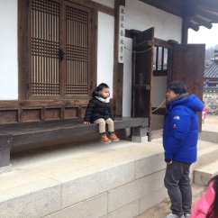 Korean kids wearing winter clothes are the cutest!